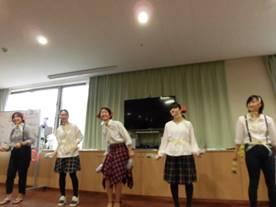 歌謡曲に合わせたダンス