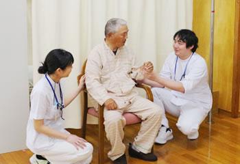 理学療法士による姿勢や歩行の具合を測定