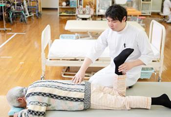理学療法士による関節可動域の訓練
