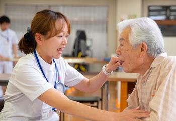 言語聴覚士による発語の検査
